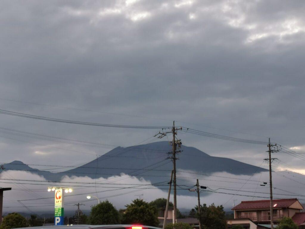 夕方スーパーから見た 浅間山